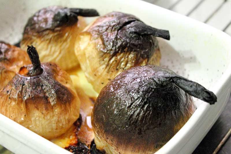 Gebackene-Zwiebeln-mit-Speck-und-Sauerrahm-Zwiebeln-gebacken
