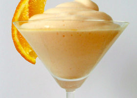 Aperol Snow – Schaumiger Drink mit Orange