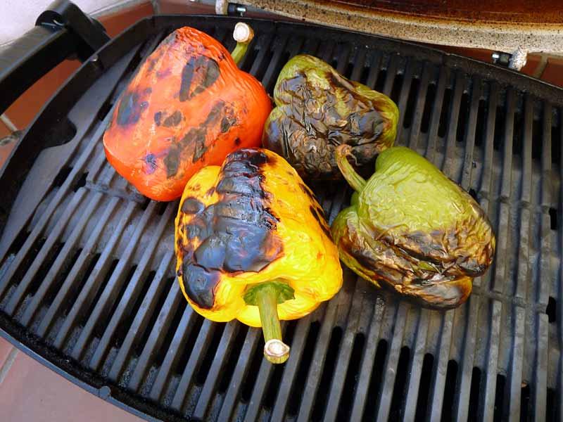 Rucolasalat-mit-gegrillten-Paprikaschoten-auf-dem-Grill