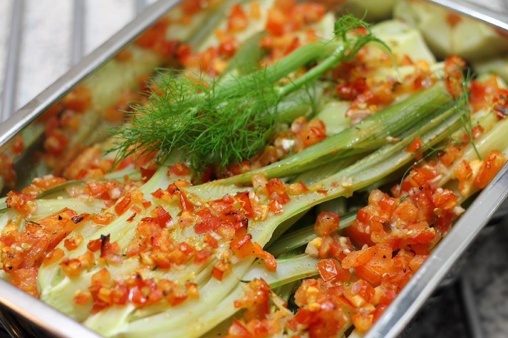 Fenchel-mit-Tomaten-Wessweinsalsa