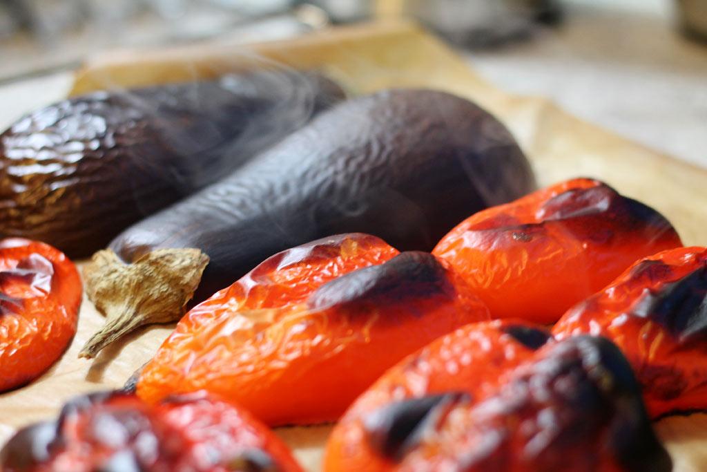Aberginen-Paprika-Salat-Gemuese-fertig-geroestet