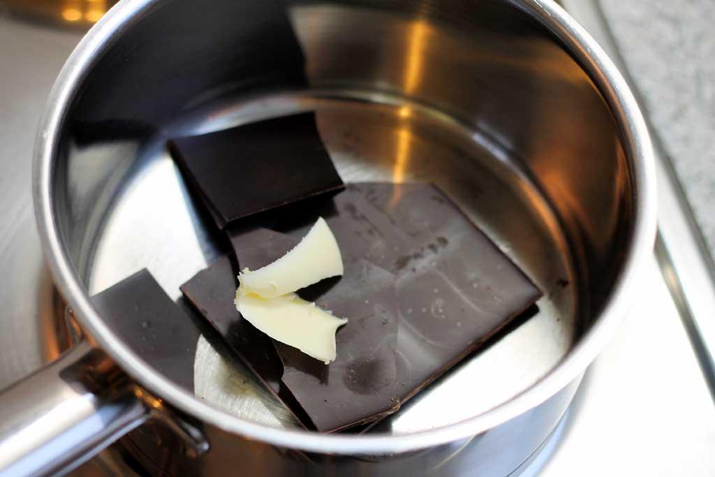 Lebkuchen-Low-Carb-Schokolade-schmelzen