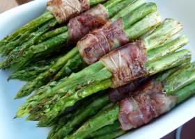 Gegrillte Spargelpäckchen mit Bacon