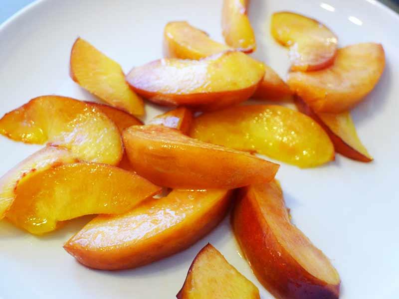 Fruchtiger-Salat-gebratene-Nektarinen
