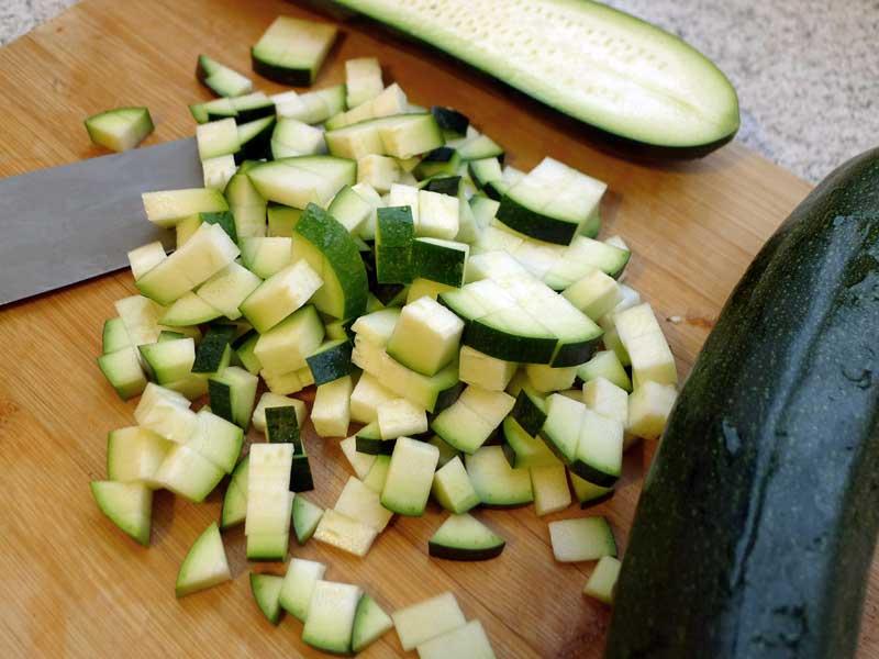 Gefuellte-Kokos-Crepes-mit-Zucchini-Zucchini