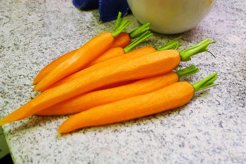 Lammhaxe-mit-Orangen-Nuss-Gremolata-Karotten