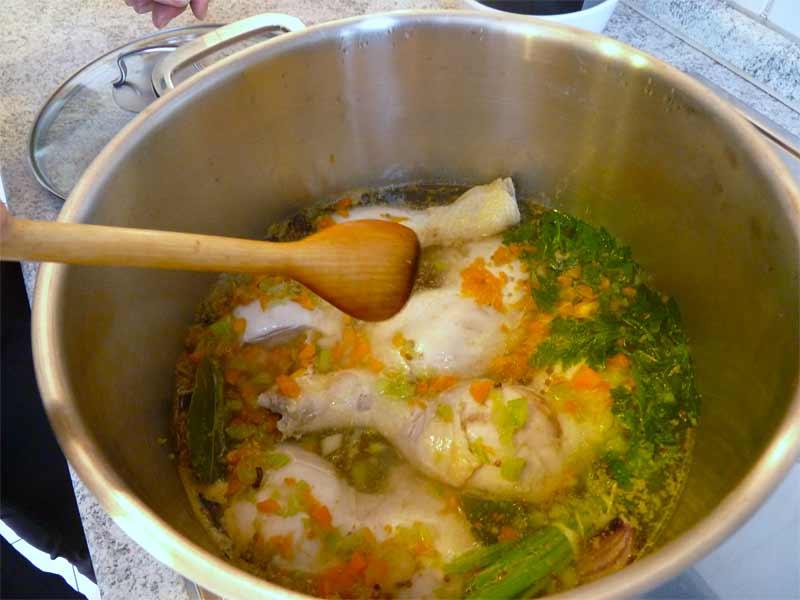 Tscherkessisches-Huhn-Zutaten-im-Topf2