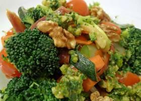 Gemischtes Gemüse mit Walnuss-Basilikum Pesto