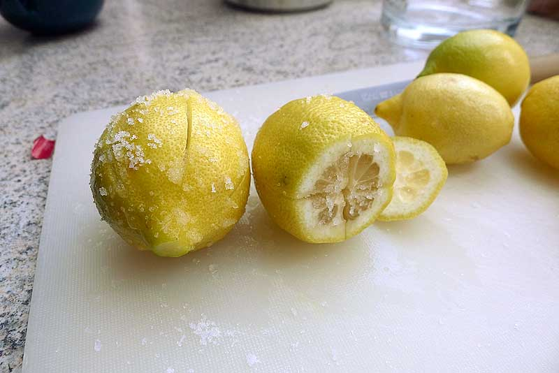 Salzzitronen-Rezept-einschneiden-und-salzen