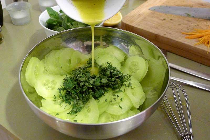 marokkanischer-Gurkensalat-Gurke-und-Minze-Dressing