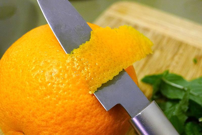 marokkanischer-Gurkensalat-Gurke-und-Minze-Orange-schaelen