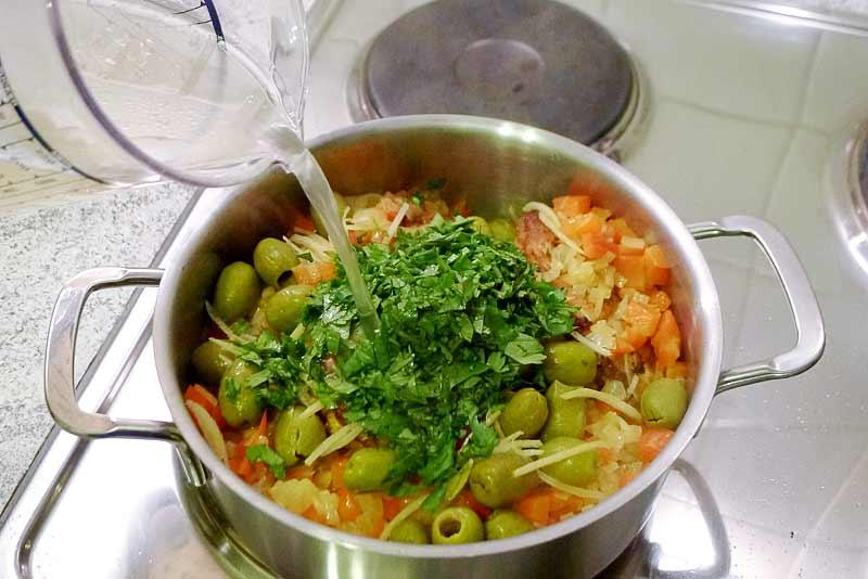 marokkanisches-Huhn-mit-Salzzitronen-Bruehe-dazugeben