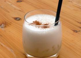 Pisco Sour – Schaumiger Drink mit Zimt
