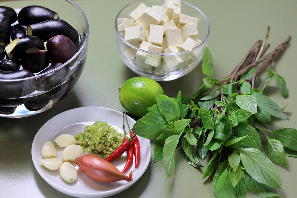 Auberginen-mit-Tofu-Zutaten
