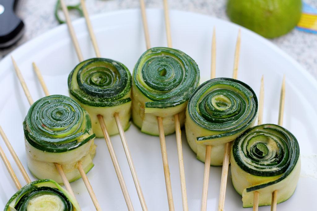 Zucchini-mit-Erdnuss-Sosse