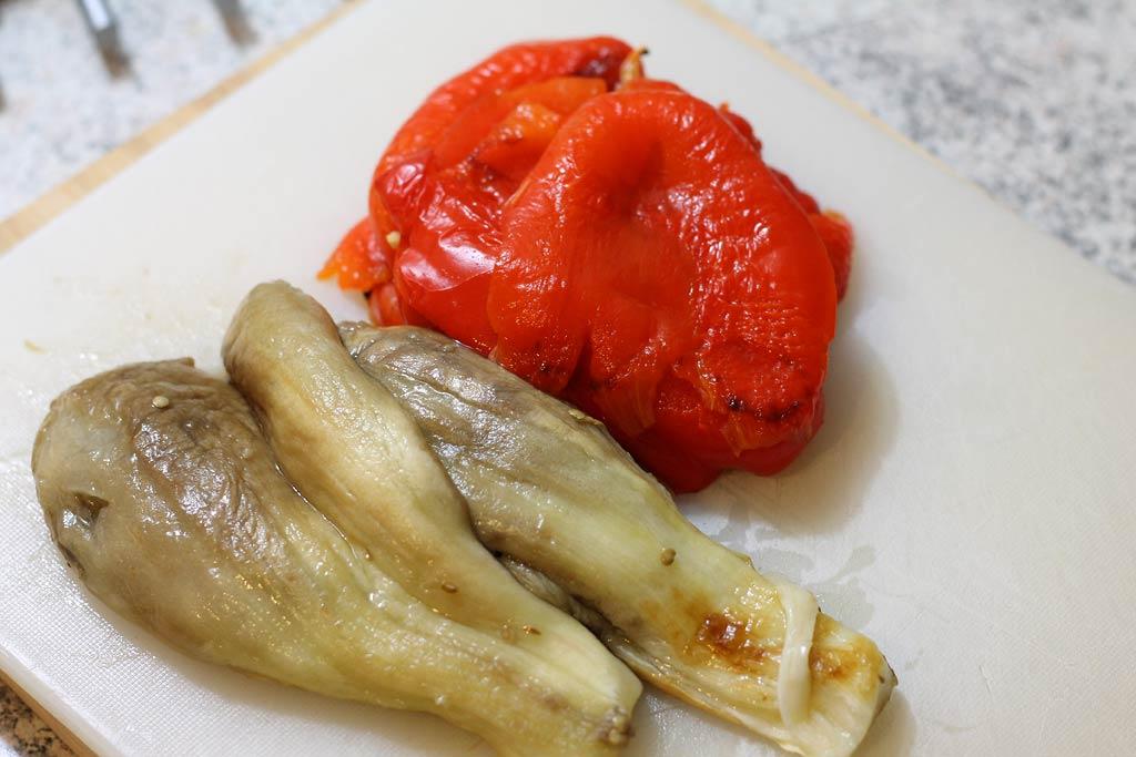 Aberginen-Paprika-Salat-Gemuese-Haut-entfernt