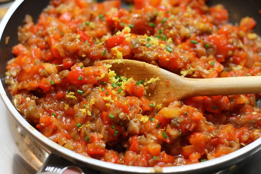 Aberginen-Paprika-Salat-Gemuese