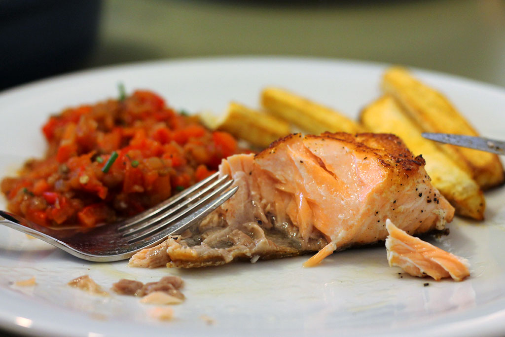 Aberginen-Paprika-Salat-mit-Fisch