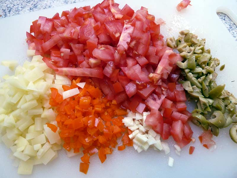 chiles-en-nogada-zutaten-geschnitten