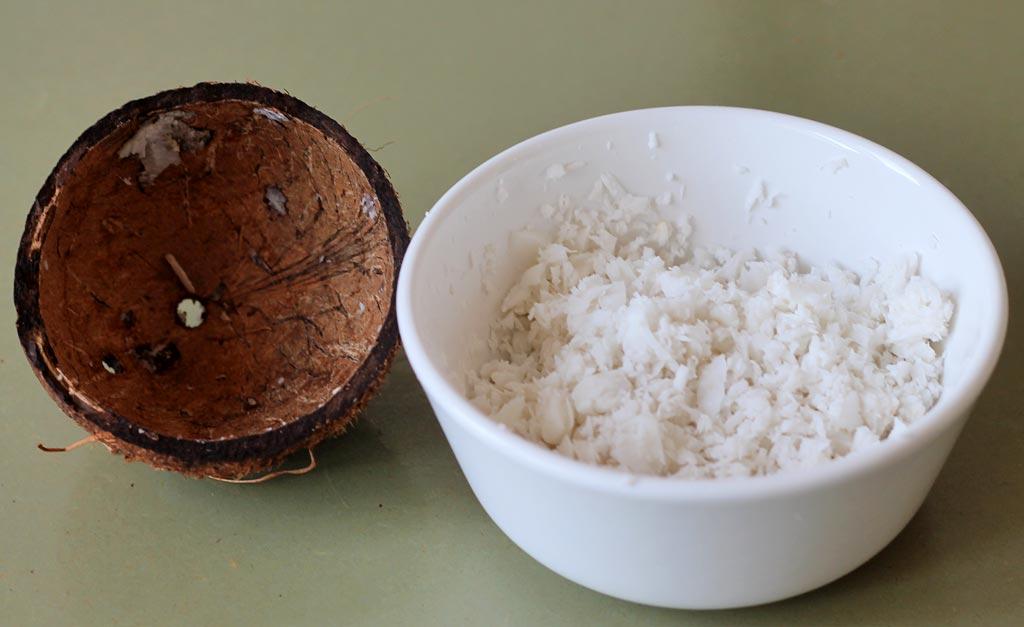 Schoko-Kokoscreme-2-Kokos-gerieben
