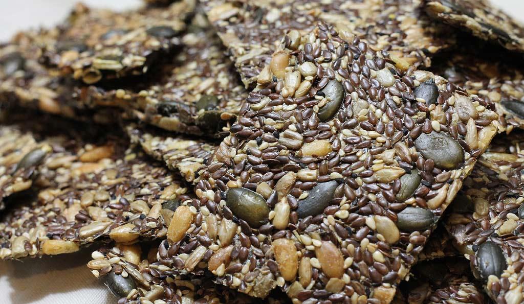 Knaeckebrot-aus-Samen-und-Koerner-1