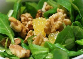 Feldsalat mit Orange und Walnüssen