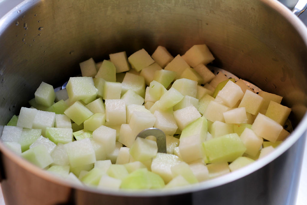 Kohlrabisalat-als-Kartoffelsalat-Alternative-Kohrabi-duensten