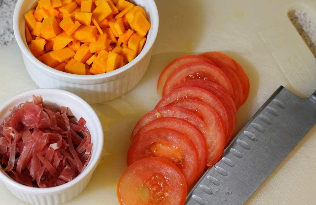 Frittata-mit-Kuerbis-Schinken-und-Kaese-Zutaten