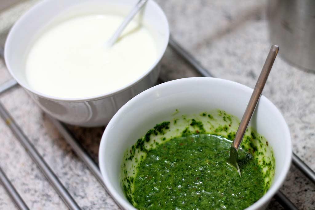 Oliven-in-Mandelpanade-Joghurt-und-Sosse