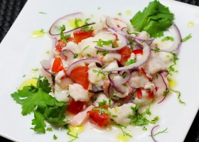 Ceviche aus Fischfilet und Pulpo