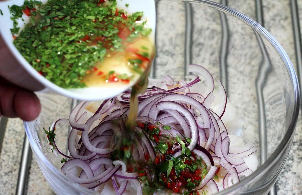 Ceviche-aus-Fischfilet-und-Pulpo-Marinade-zum-Fisch
