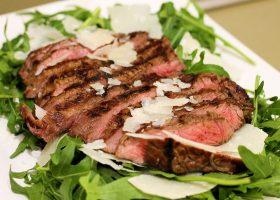 Tagliata di Manzo – Rindfleisch auf Rucola mit Parmesan